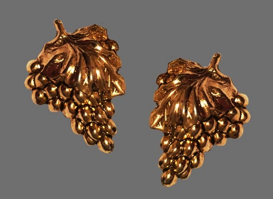 Grape cluster clip on earrings. Gold tone
