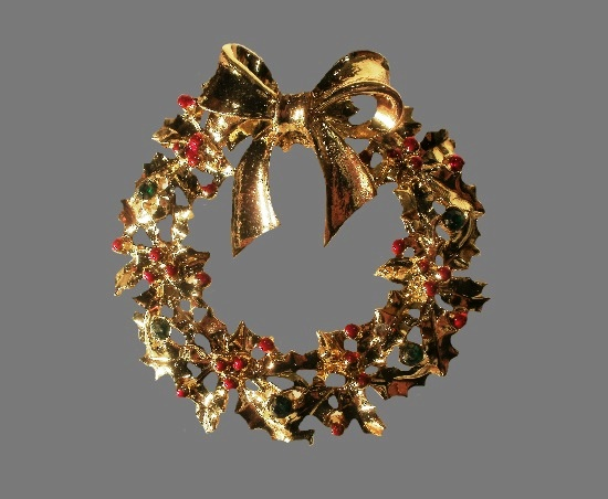 Green rhinestones red enamel berries Christmas wreath brooch