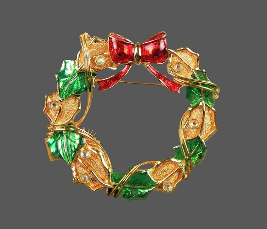 Holly Leaf Christmas Wreath Brooch. Gold tone, enamel, faux pearls