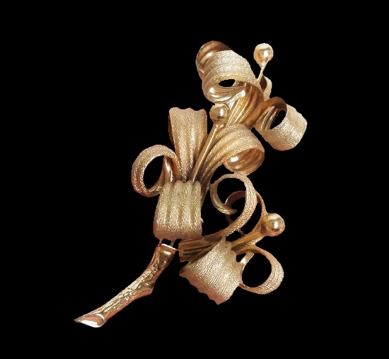 Lily brooch. Textured metal alloy, gold plated. 7.5 cm. 1960s