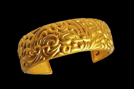 Matte gold tone swirl pattern bangle bracelet