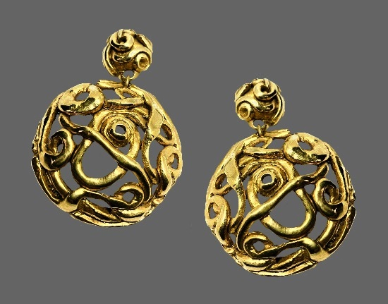 Openwork gold tone dangling clip on earrings. 1980s