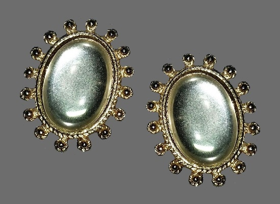 Oval shaped gold tone art glass vintage clip on earrings