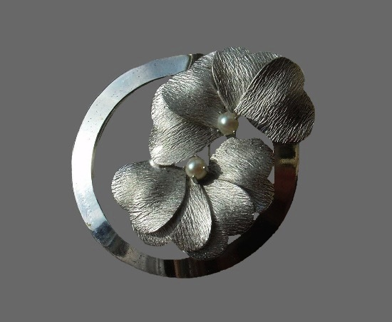 Pansy flower in a circle vintage brooch pin. Sterling silver