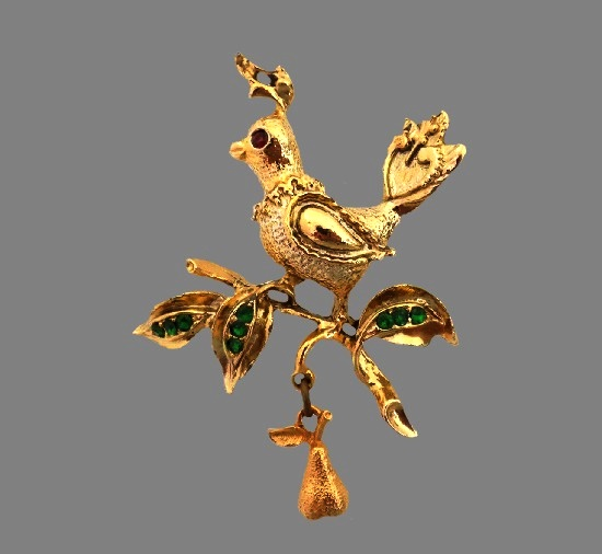 Partridge on pear tree brunch brooch. Gold tone alloy, rhinestones