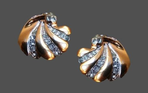 Pave rhinestones gold plated clips. 2 cm. 1980s
