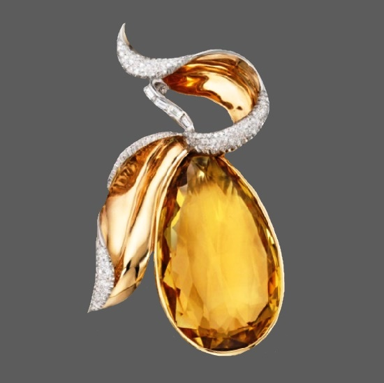 Pear brooch. 14 Karat Gold, Citrine and Diamond. 1940s