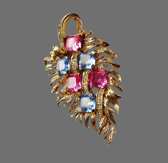 Pink and blue crystals leaf brooch, vintage. Gold tone jewelry alloy, Swarovski crystals, cabochons. 6.5 cm
