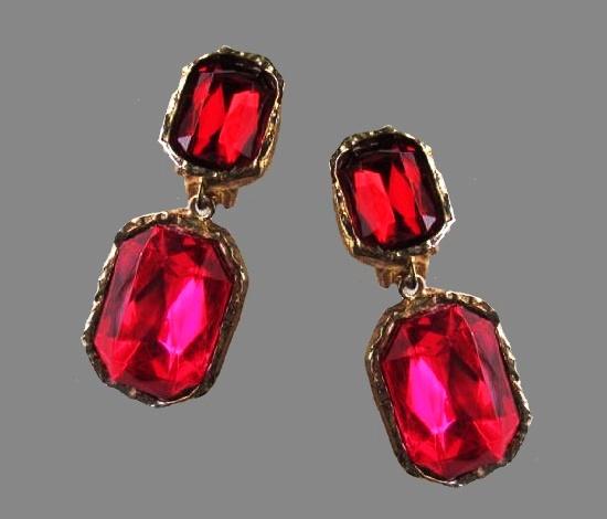 Ruby red glass dangle earrings. 1980s