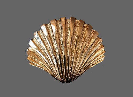 Seashell gold plated brooch
