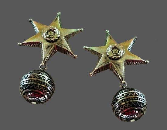 Star and ball dangle earrings