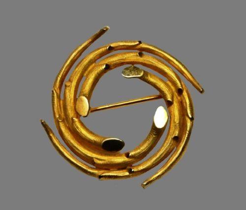 Swirl brooch. 12 K gold filled