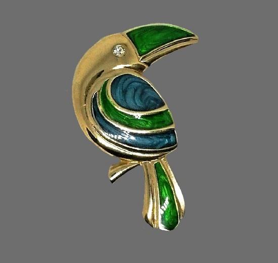 Toucan brooch. Gold tone metal alloy, enamel, crystal