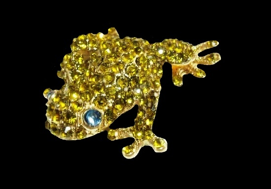 Tree frog brooch. Gold tone metal, rhinestones