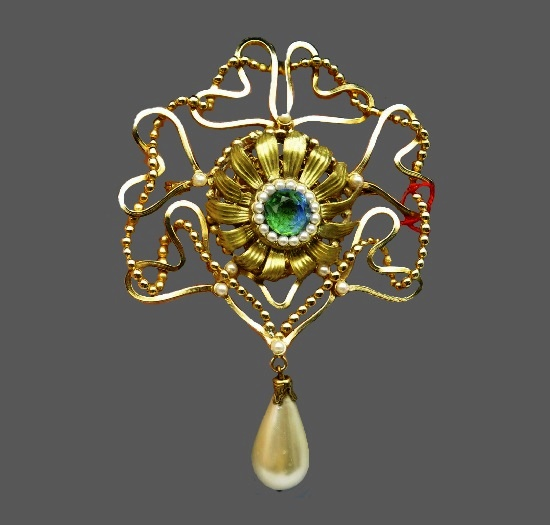 Vintage flower hearts dangle brooch with baroque faux pearl. Gold plated metal alloy, crystals