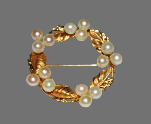 Wreath vintage brooch pin. 12 K Gold filled, faux pearls