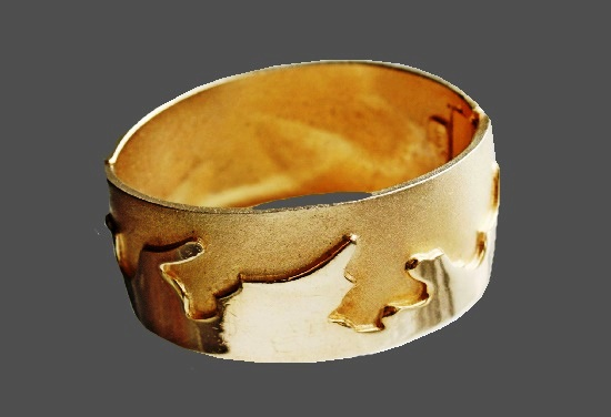 1960s wide bracelet in polished and brushed gold-plated jewelry alloy