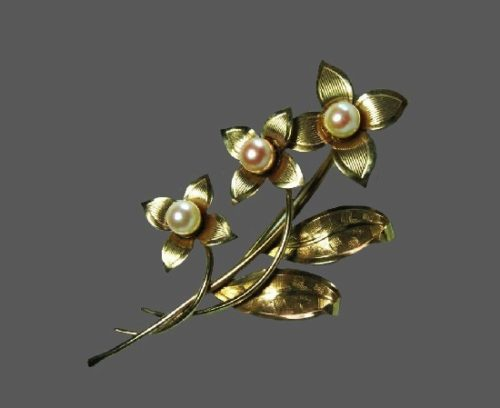 Beautiful flower brooch. Textured 12 K gold filled, cultured pearls