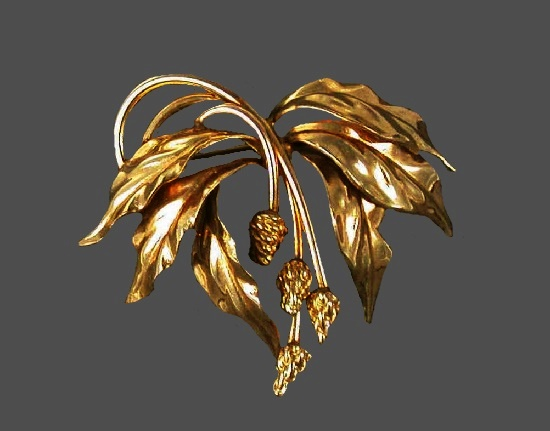 Berry leaves gold filled brooch