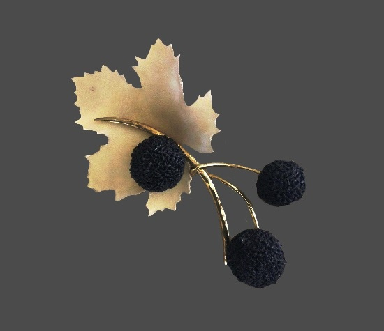Black and white leaf and balls brooch. Gold tone metal, resin