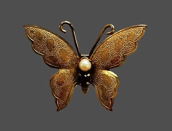 Signed Winard vintage costume jewelry