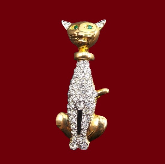 Cat brooch in. Gold tone alloy, pave rhinestones. 4.7 cm. 1980s
