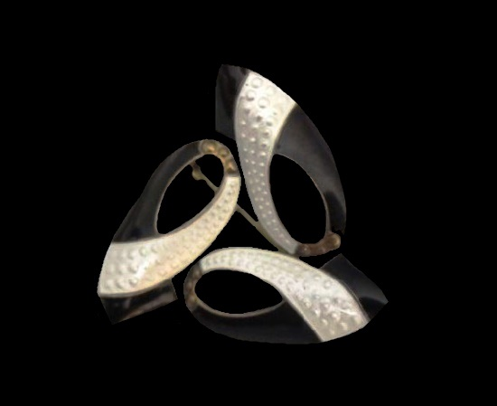 Celtic Triquetra or Trinity knot brooch. 1940s. Sterling silver, enamel