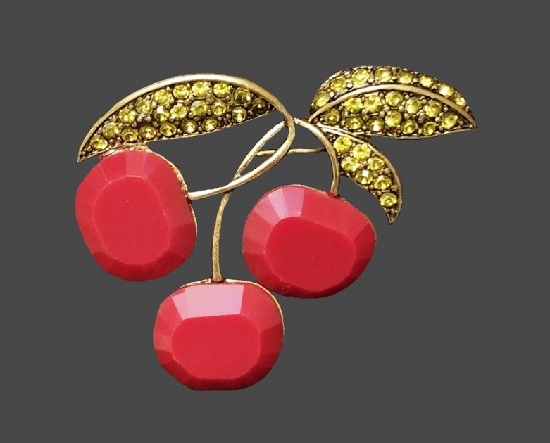 Cherry brooch pin. Gold tone metal, art glass, rhinestones