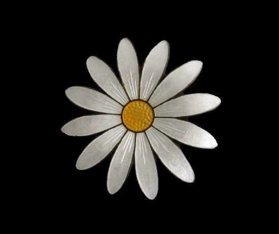 Daisy flower brooch pin. Sterling silver, enamel