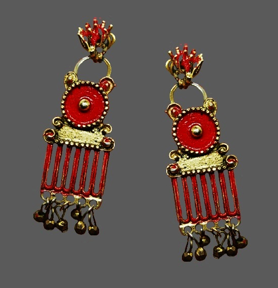 Dangle earrings. Gold tone metal, enamel. 1950s