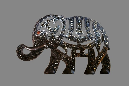 Elephant brooch. 925 silver, marcasite