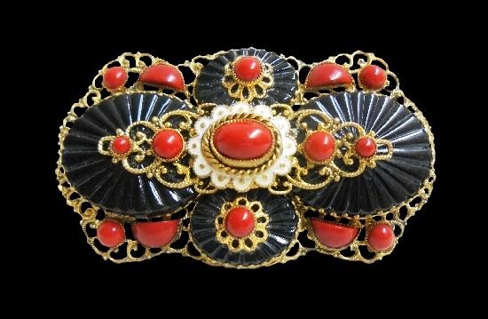 Faux coral brass enamel brooch. 6.3 cm. 1930s