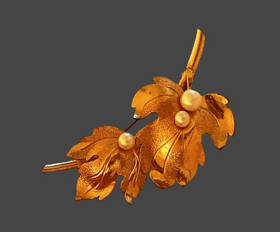 Faux pearl yellow gold plated sterling silver leaf design brooch