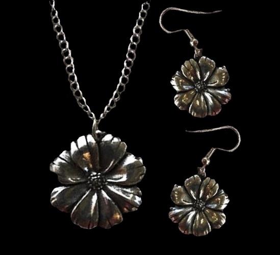 Flower pendant and earrings. Vintage, pewter