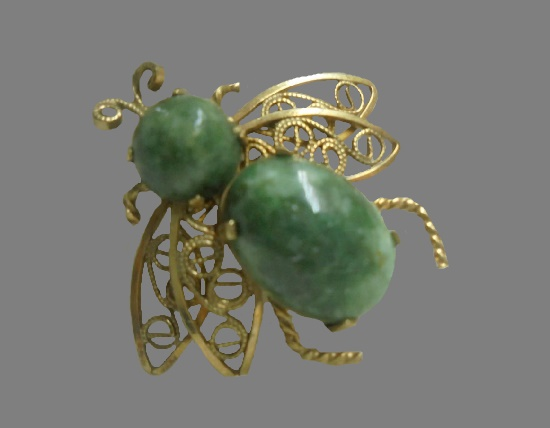 Fly brooch. 12 K gold plated, green agate. 3 cm. 1950s