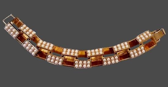 Gold tone faux pearls bracelet. 1990s