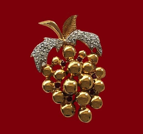 Grape brooch. Gold plated metal alloy, rhinestones. 1970s