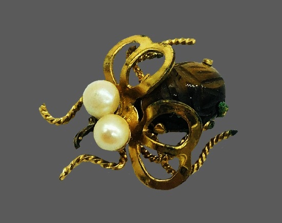 Insect brooch. 12k Gold Filled, faux pearls art glass