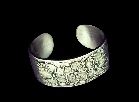 Pansy flower cuff bracelet