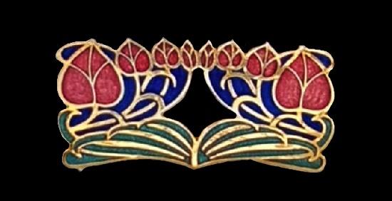 Red leaf ornament gold tone enameled brooch. 4 cm. 1980s