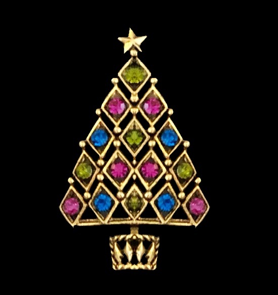Rhinestone diamond link shaped Christmas tree brooch of gold tone. 1970s