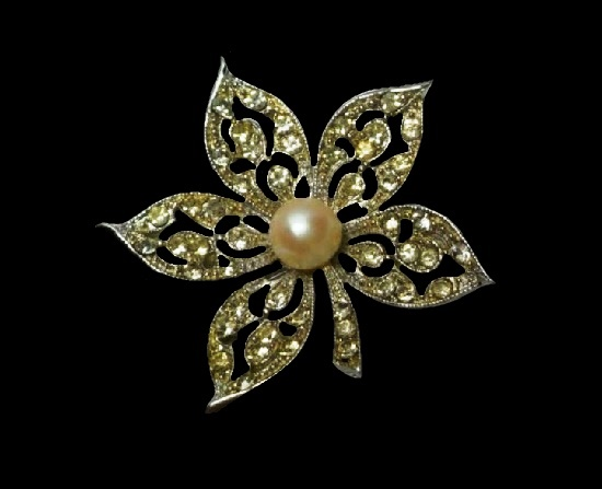 Rhinestone flower faux pearl silver tone brooch