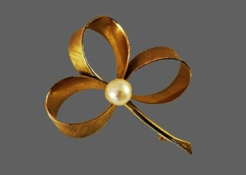 Ribbon shaped flower pin. 12K gold filled, pearl
