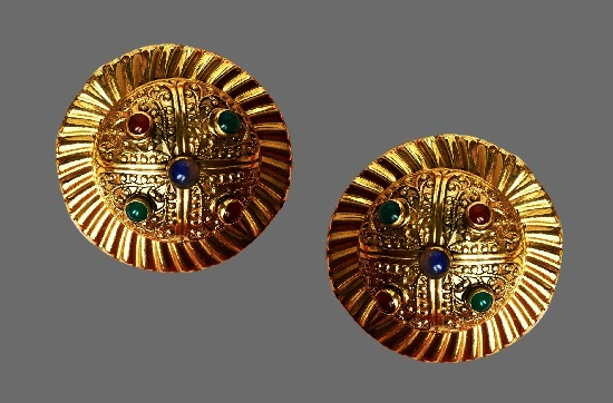 Round shaped Gold tone glass cabochons clips. 4.3 cm. 1970s