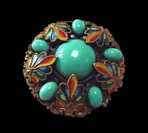 Round shaped ornamental brooch
