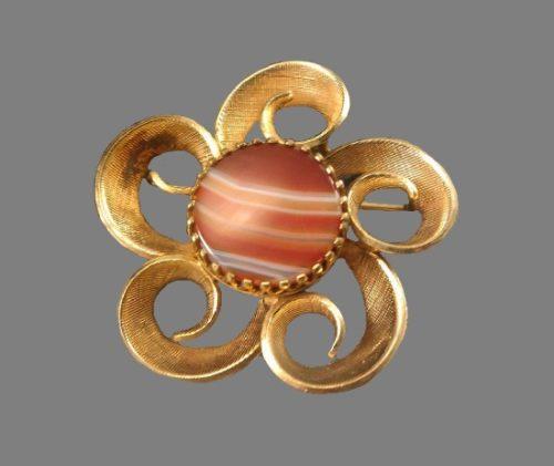 Swirl flower vintage brooch. Natural striped stone, 12 K gold filled. 3.5 cm. 1950s