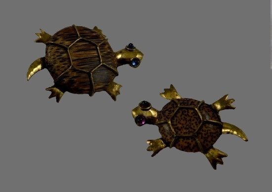 Turtle paired brooches. Plastic, art glass, gold tone metal