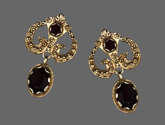 14 K yellow gold and garnet dangle post earrings. 1950s