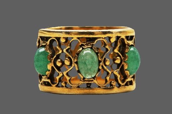 Aventurine stone inserts 14 K gold ring. 1950s