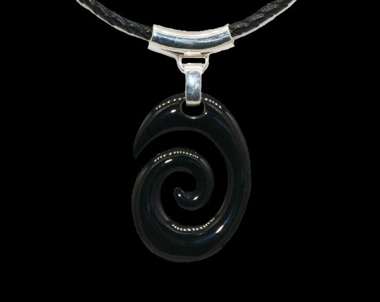 Black onyx swirl design pendant necklace